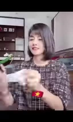 clip-cung-nhau-deo-khau-trang-cua-hoi-chi-em-don-gian-ma-lan-toa-khien-dan-mang-het-loi-khen-ngoi-dspl.mp4