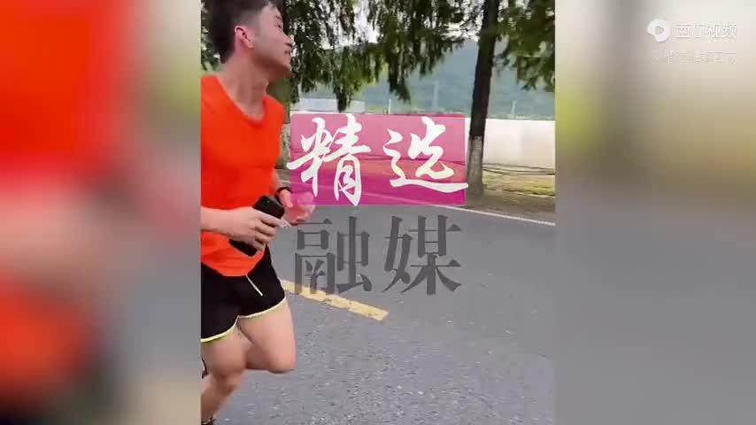 am-uc-vi-khong-cai-lai-vo-chong-chay-mot-mach-30km-ve-nha-ngoai-lam-mot-viec-khien-co-tai-mat.mp4