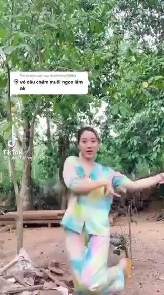 co-gai-khoe-qua-moc-kin-mit.mp4