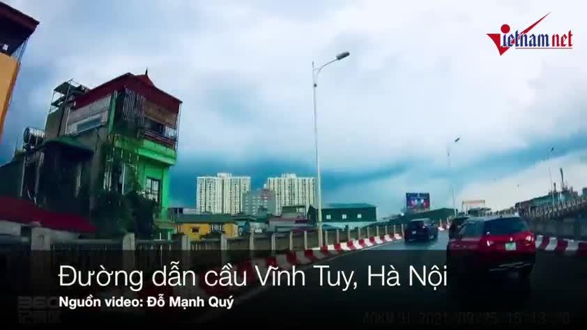 xe-may-nga-song-soai-truoc-mat-o-to-tren-cau-vinh-tuy.mp4