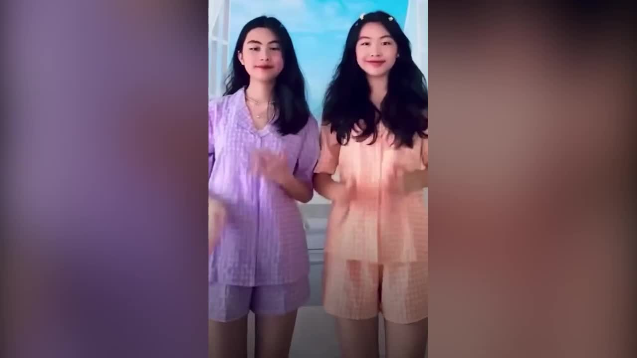 ai-nu-nha-mc-quyen-linh-tung-clip-hon-30-giay-lam-chao-dao-cong-dong-mang.mp4